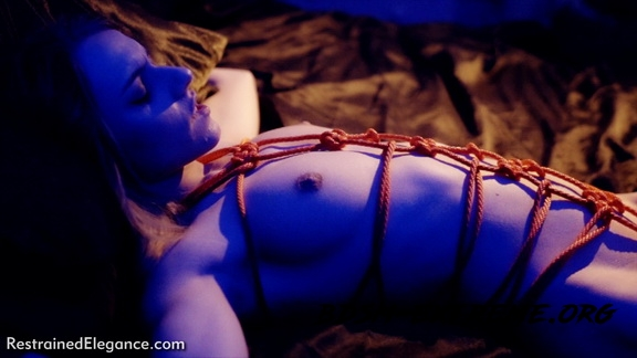 Chloe T – I Like The Thrill Of It (2020/FullHD) [Restrained Elegance]