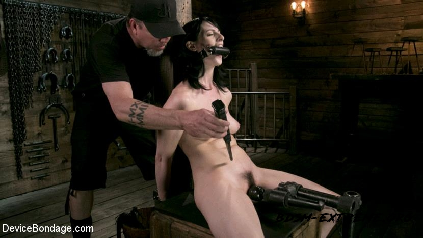 Fresh Meat - Alex Harper Gets Her 1st Taste of Domination and Bondage With Alex Harper (2017/HD) [DeviceBondage]