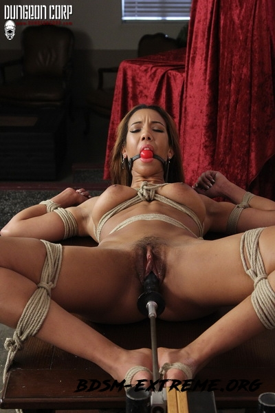 Spread and Fucked With Sophia Fiore (2020/HD) [DungeonCorp]