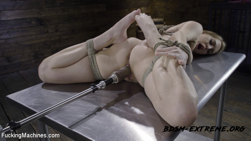 BDSM With Cadence Lux (2020/HD) [FuckingMachines]