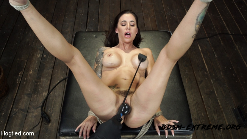 BDSM With Gia DiMarco (2020/HD) [Hogtied]